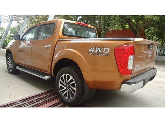 Bán Nissan Navara NP300 2015 màu cam, nhập khẩu nguyên chiếc từ Thái Lan cần bán-1