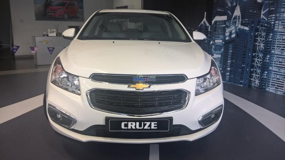 Cần bán Chevrolet Cruze năm 2015, màu trắng-0