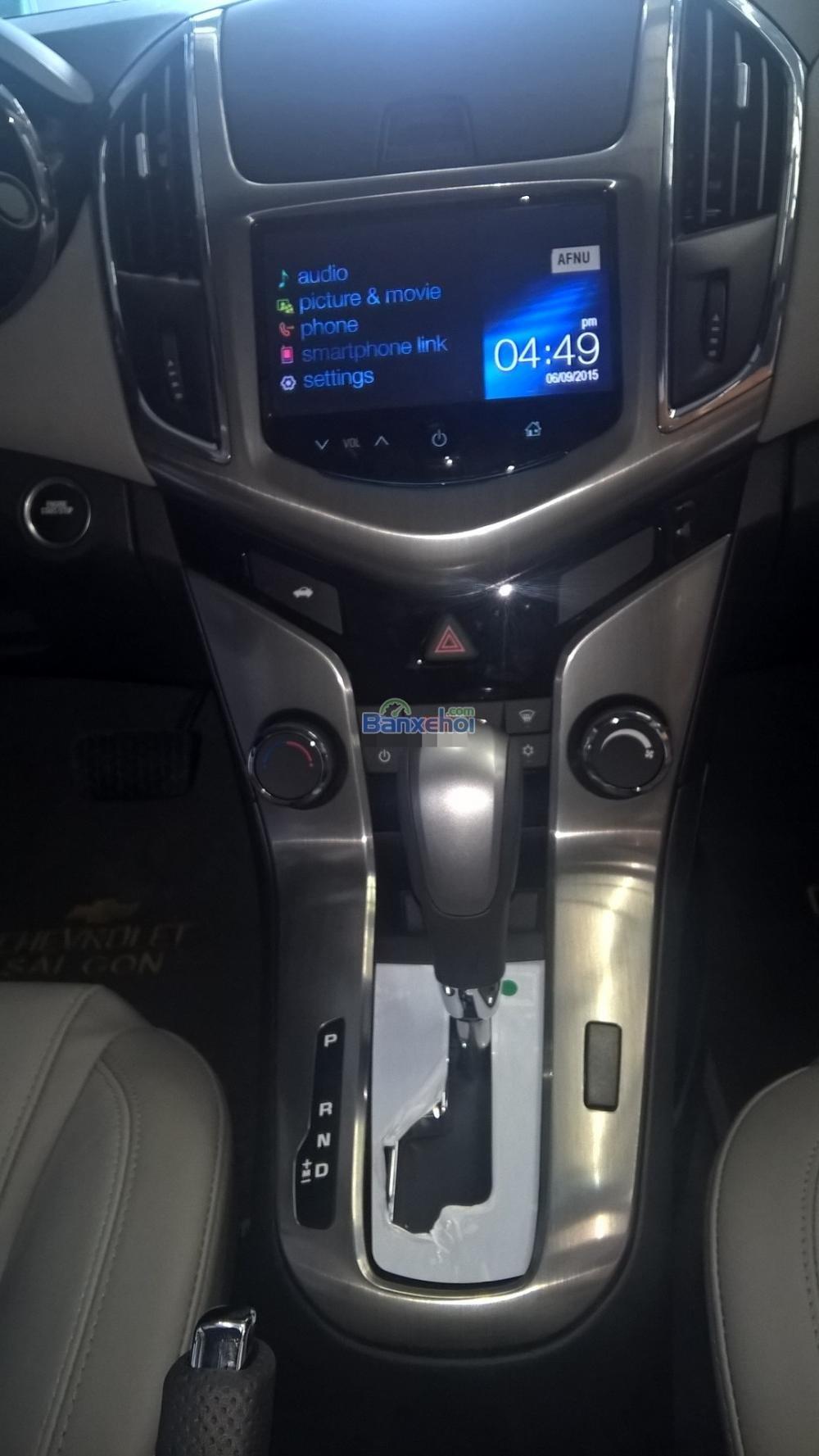 Cần bán Chevrolet Cruze năm 2015, màu trắng-11