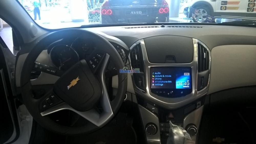 Cần bán Chevrolet Cruze năm 2015, màu trắng-9