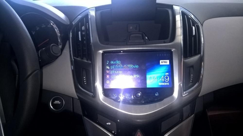 Cần bán Chevrolet Cruze năm 2015, màu trắng-8