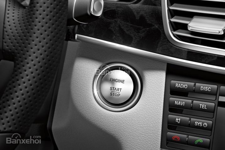 Đánh giá xe Mercedes E-Class 2016: Nút bấm khởi động.