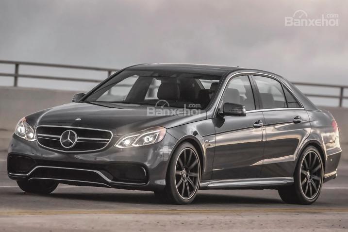 Đánh giá xe Mercedes E-Class 2016: được phát triển trên nền tảng MRA dẫn động cầu sau của Mercedes-Benz.