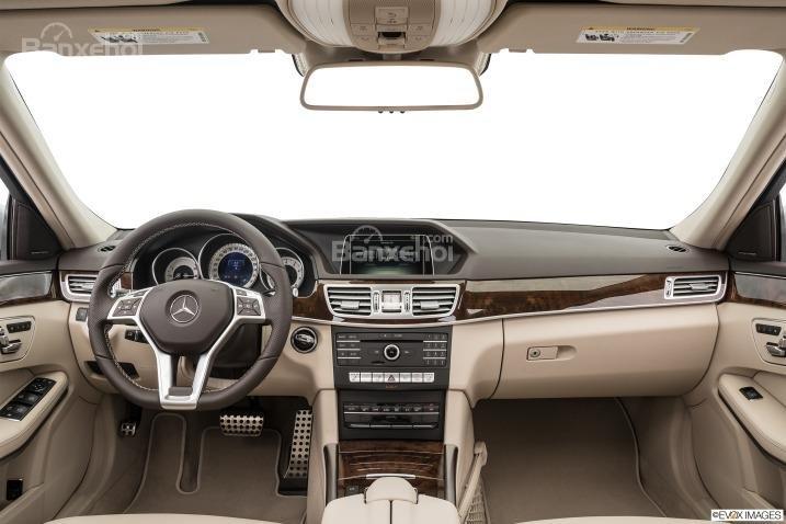 Đánh giá xe Mercedes E-Class 2016: Không gian nội thất rộng rãi hơn.
