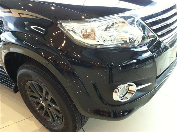 Toyota Fotuner 2.7V 1 cầu mới giá bán tốt nhất với mầu đen huyền bí và mầu trắng tinh khôi-2