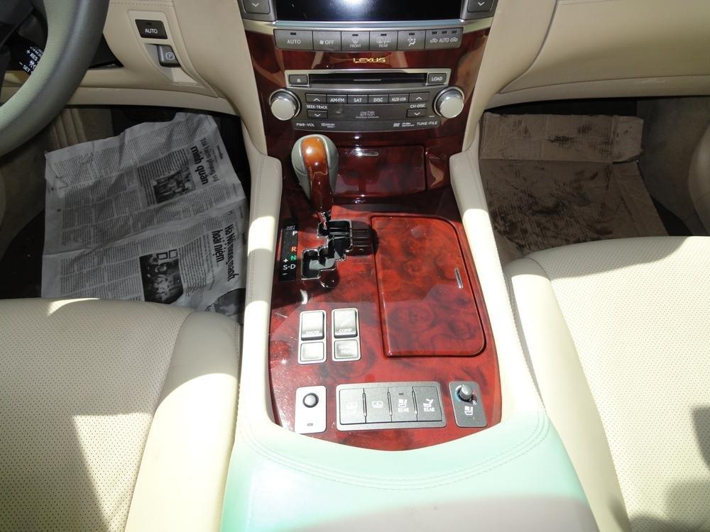 Việt Nhật Auto cần bán xe Lexus LS 460L AT 2010 xe đi được 30000Km, xe sử dụng nhiêu liệu xăng-4