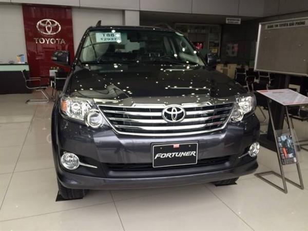 Toyota Fotuner 2.7V 1 cầu mới giá bán tốt nhất với mầu đen huyền bí và mầu trắng tinh khôi-0