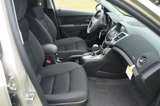 Xe Chevrolet Cruze đời 2015, màu bạc, giá chỉ 649 triệu-3