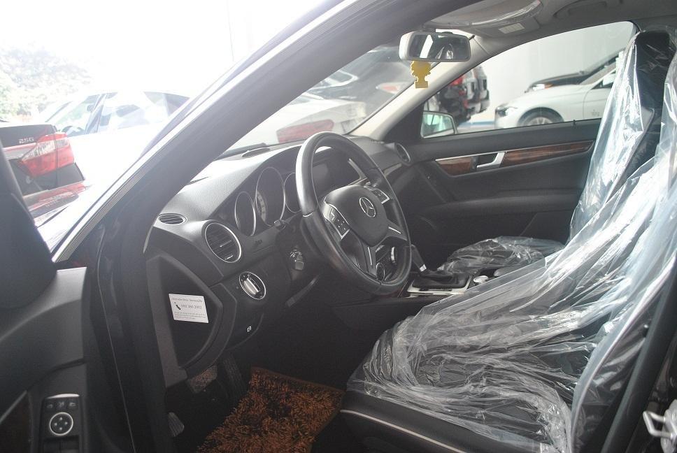 Showroom Hưng Phát bán xe Mercedes C250 2011 màu trắng, nội thất màu ghi, sản xuất năm 2011-3