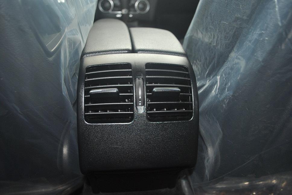 Showroom Hưng Phát bán xe Mercedes C250 2011 màu trắng, nội thất màu ghi, sản xuất năm 2011-6