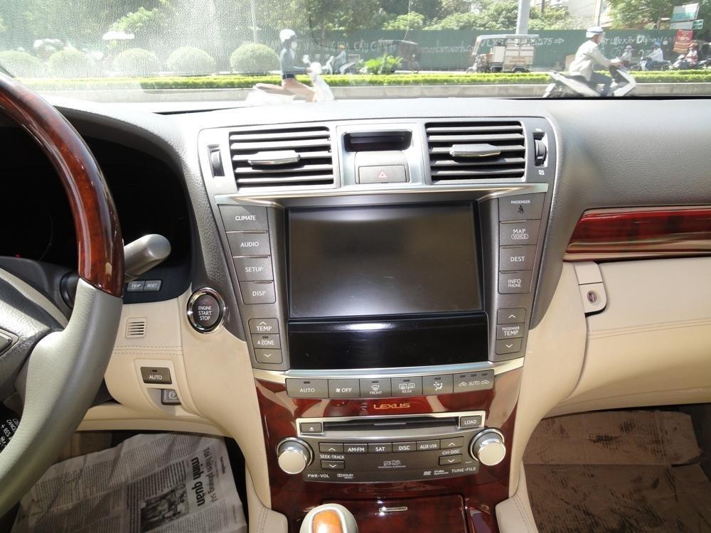Việt Nhật Auto cần bán xe Lexus LS 460L AT 2010 xe đi được 30000Km, xe sử dụng nhiêu liệu xăng-5