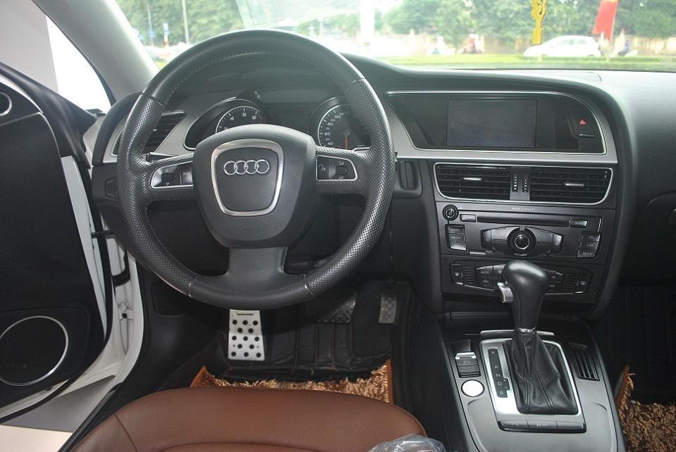 Bán gấp xe Audi A5 đời 2011, màu trắng, nhập khẩu chính hãng, chính chủ-1