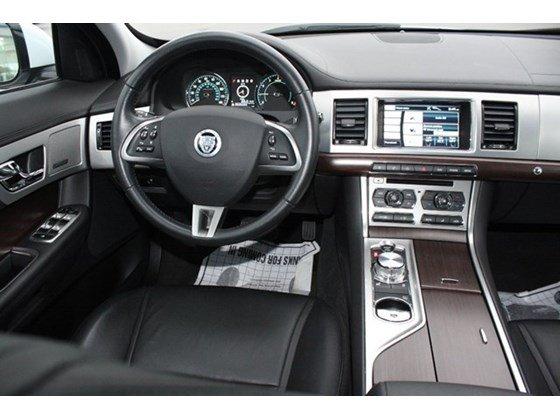 Bán Jaguar XF 2.0 2014 màu trắng xe sản xuất tại Anh, nhập khẩu thương mại-6