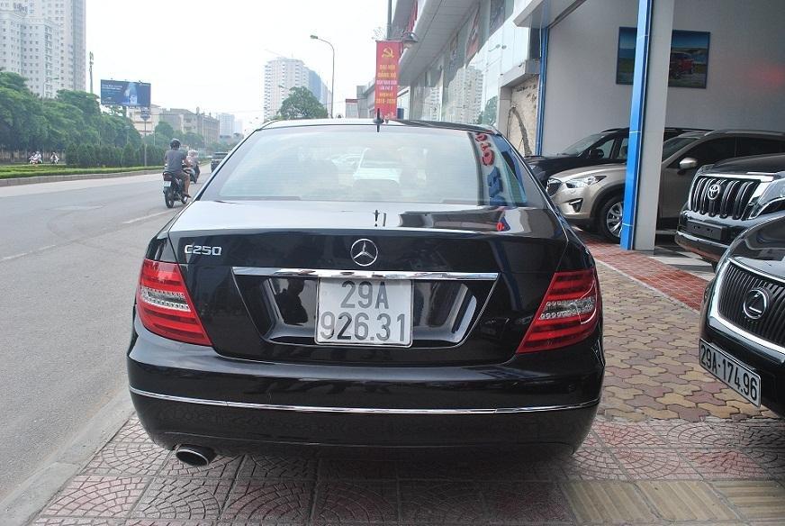 Showroom Hưng Phát bán xe Mercedes C250 2011 màu trắng, nội thất màu ghi, sản xuất năm 2011-7