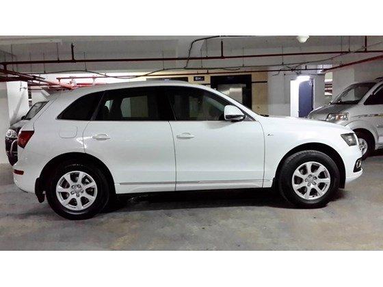 Cần bán xe Audi Q5, 5 chỗ, màu trắng, nhập khẩu về Việt Nam 2012, sản xuất 2009, nữ đi-1