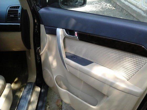 Gia đình cần bán xe Captiva MAXX LT sản xuất và đăng ký 2010, màu đen, số tay-2