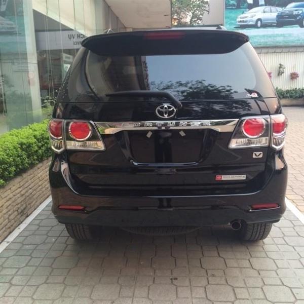 Toyota Fotuner 2.7V 1 cầu mới giá bán tốt nhất với mầu đen huyền bí và mầu trắng tinh khôi-4