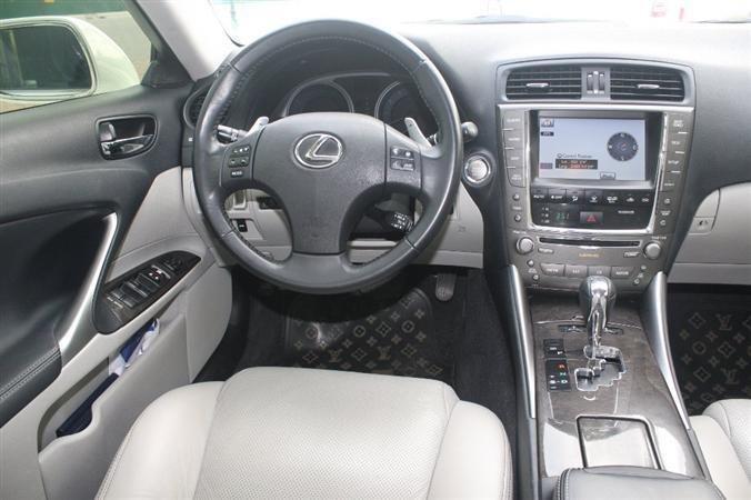 Bán Lexus IS 250 màu trắng nội thất kem model 2010-5
