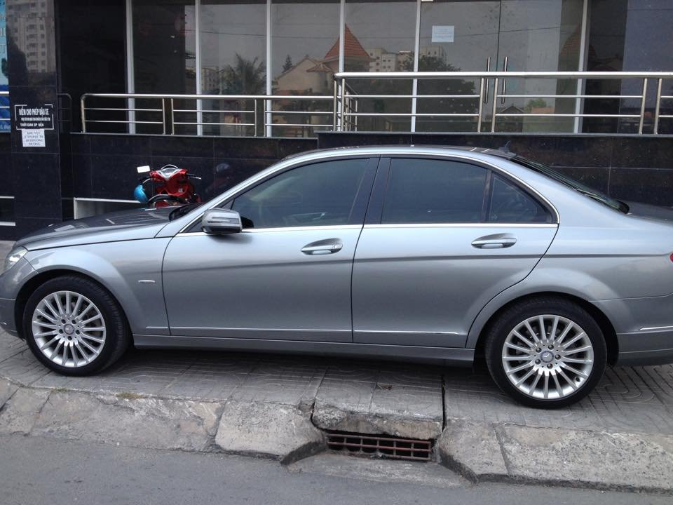 Cần bán gấp Mercedes C250 đời 2009, màu bạc, nhập khẩu nguyên chiếc  -0