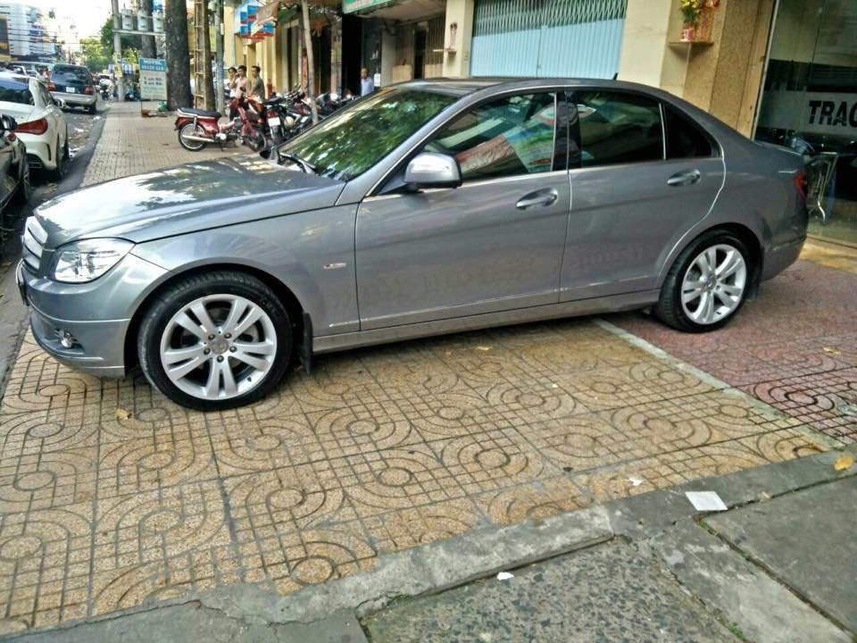 Mercedes C200, dòng Avangarde, màu bạc, đời 2008 cần bán-1