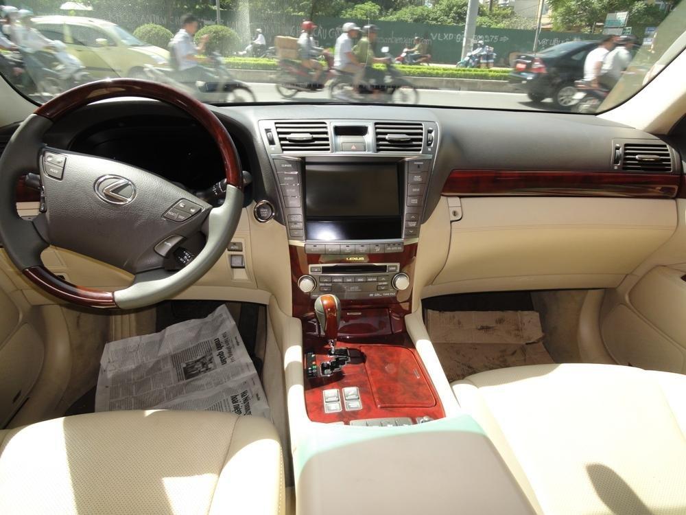 Việt Nhật Auto cần bán xe Lexus LS 460L AT 2010 xe đi được 30000Km, xe sử dụng nhiêu liệu xăng-3