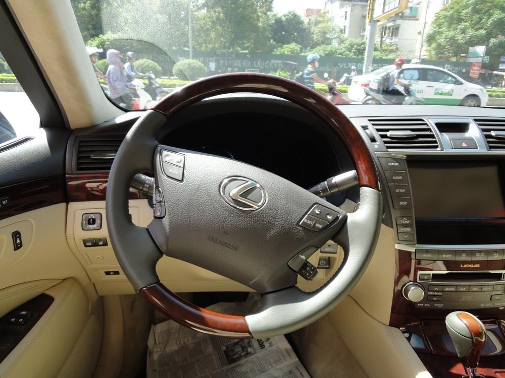 Việt Nhật Auto cần bán xe Lexus LS 460L AT 2010 xe đi được 30000Km, xe sử dụng nhiêu liệu xăng-6