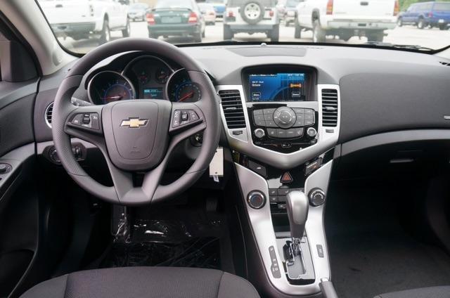 Xe Chevrolet Cruze đời 2015, màu bạc, giá chỉ 649 triệu-4