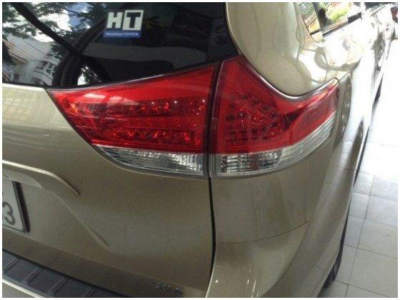 Cần bán gấp xe Toyota Sienna đời 2010, nhập khẩu nguyên chiếc-8