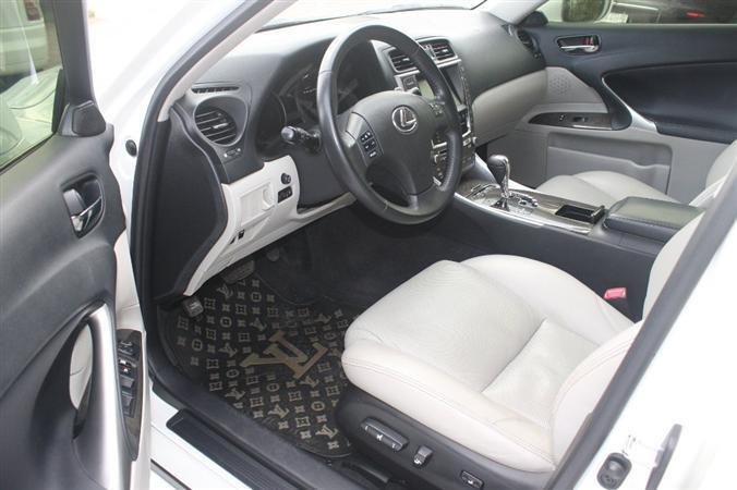 Bán Lexus IS 250 màu trắng nội thất kem model 2010-4