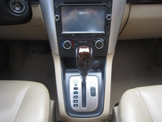 Cần bán gấp Chevrolet Captiva LTZ đời 2010, màu bạc, xe nhập, còn mới -9