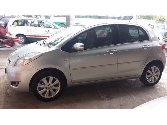 Bán xe Toyota Yaris màu bạc nhập Thái Lan, số tự động, đời cuối 2011, màu bạc-2