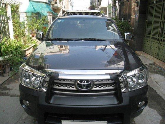Cần bán Toyota Fortuner số Auto, đời cuối 2011, màu xám vip, nội thất da màu kem xịn-0