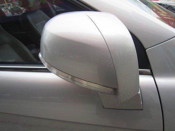 Cần bán gấp Chevrolet Captiva LTZ đời 2010, màu bạc, xe nhập, còn mới -2