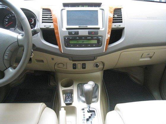 Cần bán Toyota Fortuner số Auto, đời cuối 2011, màu xám vip, nội thất da màu kem xịn-8