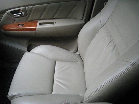 Cần bán Toyota Fortuner số Auto, đời cuối 2011, màu xám vip, nội thất da màu kem xịn-5