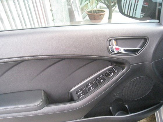 Cần bán lại xe Kia K3 AT đời 2015, màu bạc, nhập khẩu nguyên chiếc, số tự động, giá 657tr-7
