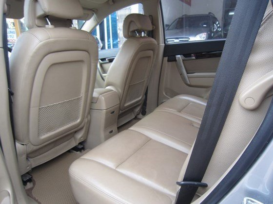Cần bán gấp Chevrolet Captiva LTZ đời 2010, màu bạc, xe nhập, còn mới -1