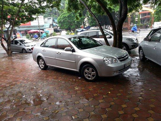 Chính chủ cần bán ô tô Daewoo Lacetti 1.6 đời 2009, màu bạc-0