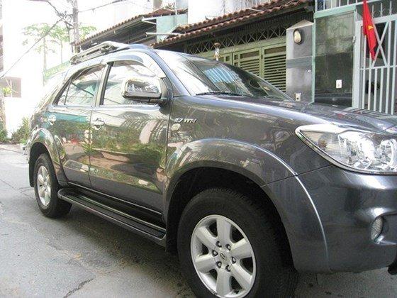 Cần bán Toyota Fortuner số Auto, đời cuối 2011, màu xám vip, nội thất da màu kem xịn-1