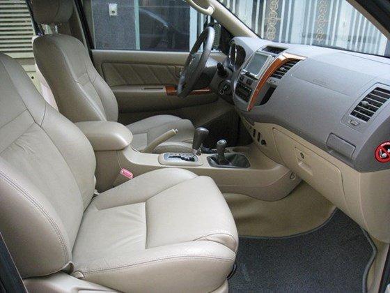 Cần bán Toyota Fortuner số Auto, đời cuối 2011, màu xám vip, nội thất da màu kem xịn-7