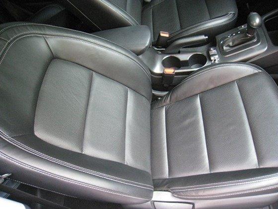 Cần bán lại xe Kia K3 AT đời 2015, màu bạc, nhập khẩu nguyên chiếc, số tự động, giá 657tr-9