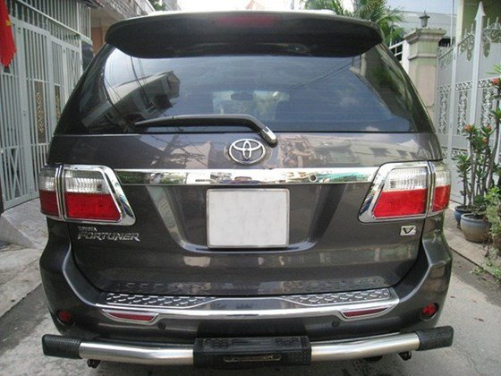 Cần bán Toyota Fortuner số Auto, đời cuối 2011, màu xám vip, nội thất da màu kem xịn-3
