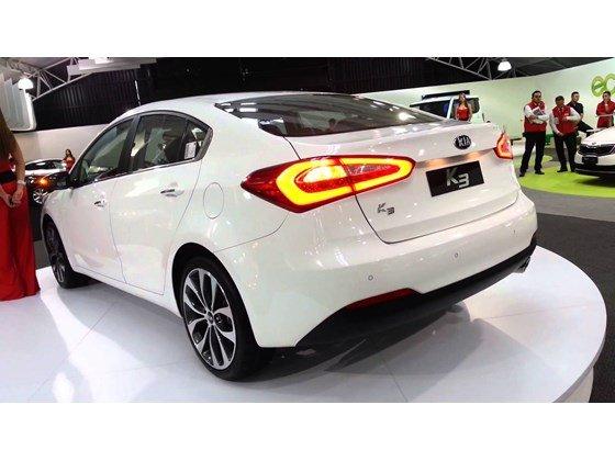 Cần bán xe Kia K3 đời 2015, màu trắng, xe nhập-1