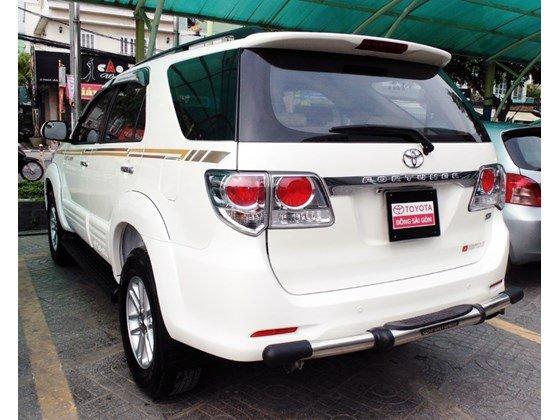 Bán Toyota Fortuner đời 2013, màu trắng, nhanh tay liên hệ-1