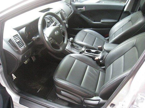 Cần bán lại xe Kia K3 AT đời 2015, màu bạc, nhập khẩu nguyên chiếc, số tự động, giá 657tr-5
