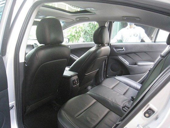 Cần bán lại xe Kia K3 AT đời 2015, màu bạc, nhập khẩu nguyên chiếc, số tự động, giá 657tr-4