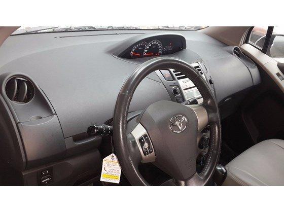 Bán xe Toyota Yaris màu bạc nhập Thái Lan, số tự động, đời cuối 2011, màu bạc-6