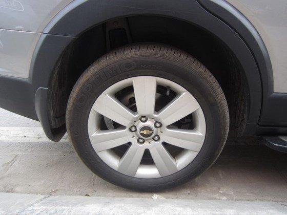 Cần bán gấp Chevrolet Captiva LTZ đời 2010, màu bạc, xe nhập, còn mới -7