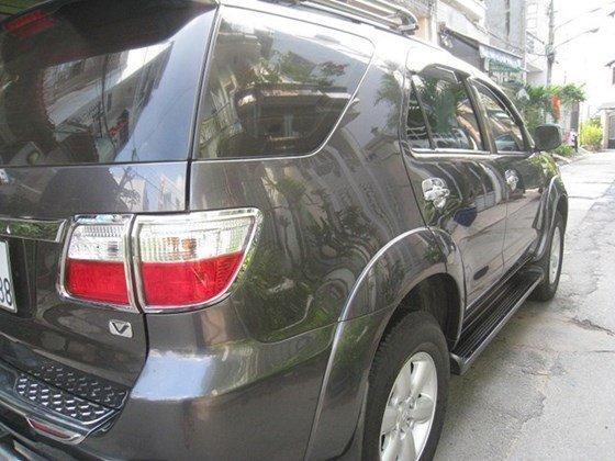 Cần bán Toyota Fortuner số Auto, đời cuối 2011, màu xám vip, nội thất da màu kem xịn-2