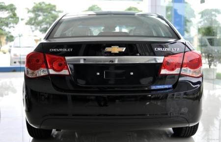 Cần bán Chevrolet Cruze đời 2015, màu đen-5